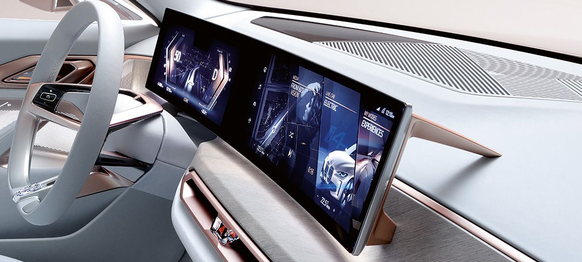 BMW Concept i4 - Curved Display